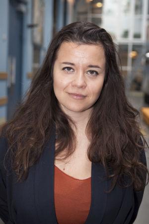 På bilden syns författaren och regissören Caroline Ringskog Ferrada-Noli.