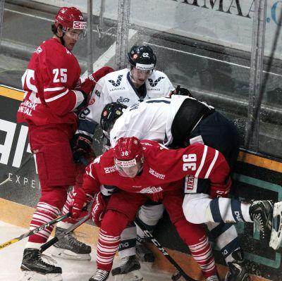 Finland och Danmark brottades i en träningsmatch i Villmansstrand.