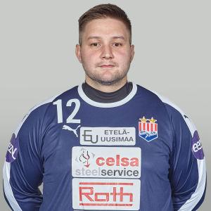 Personporträtt av handbollsmålvakten Theodotos Christou, iklädd BK-46:s spelartröja.