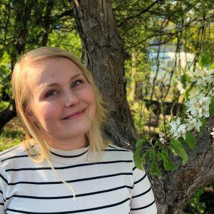 Ellen Holmström tittar in i kameran.