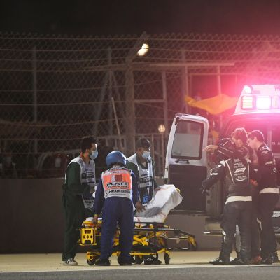 Romain Grosjean vietiin onnettomuutensa jälkeen ambulanssilla sairaalaan.
