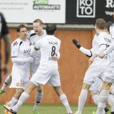 HIFK fick en kalasstart, och Juho Mäkelä startade målskyttet.
