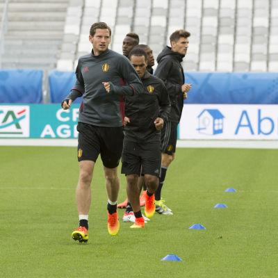 Jan Vertonghen och resten av belgarna är pressade trots att EM knappt har startat för deras del.