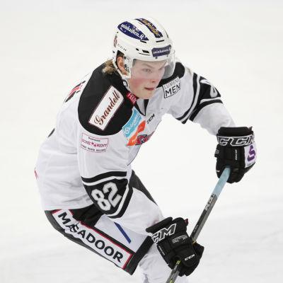 Alexander Ruuttu i TPS tröja.