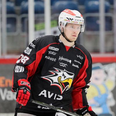 Markus Nenonen på isen.