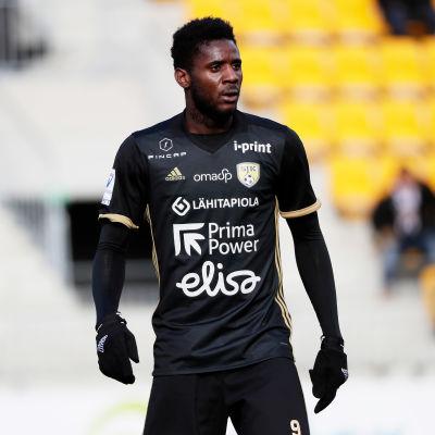 Anatolé Abang på SJK:s tröja i matchen mot Ilves.