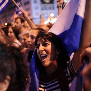 Demonstranter på Sygmatorget utanför parlamentet i Aten.