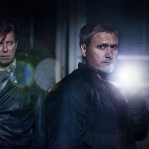 Martti Suosalo och Samuli Edelman i filmen Tappajan näköinen mies