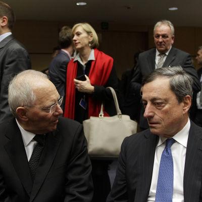 Tysklands finansminister Wolfgang Schäuble och ECB:s chef Mario Draghi