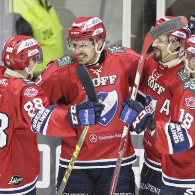 Daniel Grillfors firade 2-1 målet mot Pelicans tillsammans med Joonas Rask, Tomas Zaborsky och Yohann Auvitu.