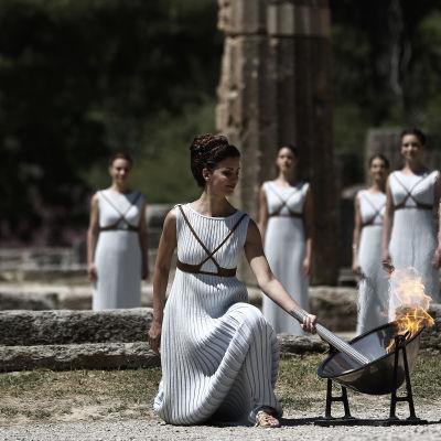 Den olympiska elden tänds inför sommar-OS i Rio 2016