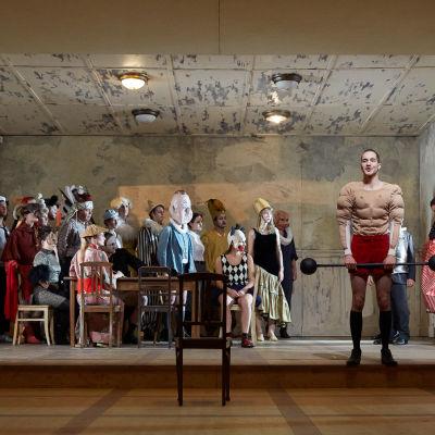 Scen ur föreställningen Mittelreich.