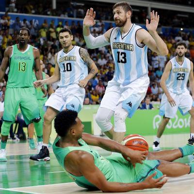 Andres Nocioni är en argentinsk basketspelare.