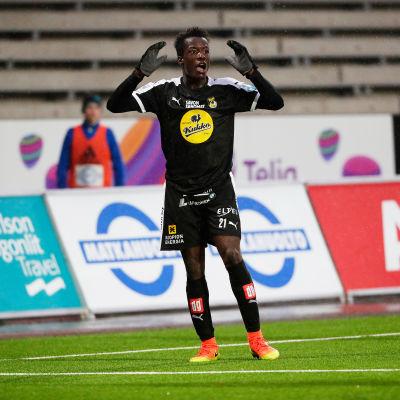 Solomon Duah och hans klubbkompis Gbolahan Salami är i hetluften.