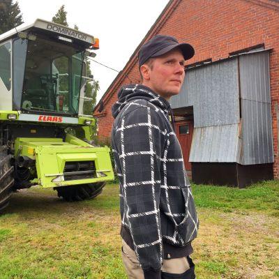 Nuori maanviljelijä tilallaan