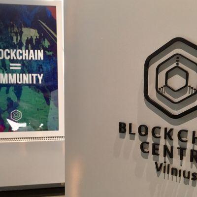Blockchain Centre Vilnius namn på en affisch