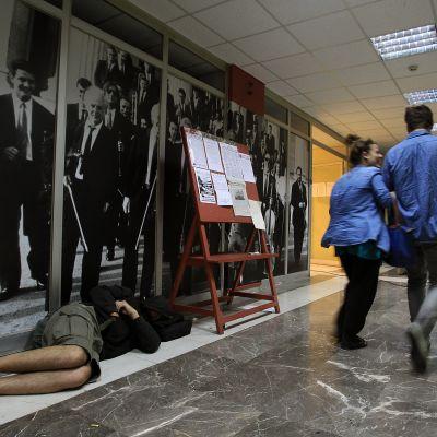 Rundradioverksamheten tystnade i Grekland