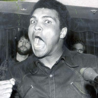 Utanför ringen var Ali en minst sagt färggrann person. Han var aldrig rädd för att säga sin åsikt – och fick ibland betala för det.