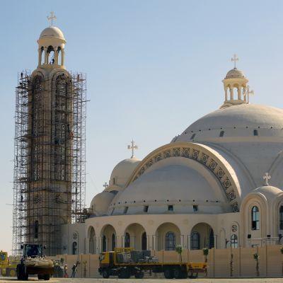 Rakenteilla oleva kirkko.