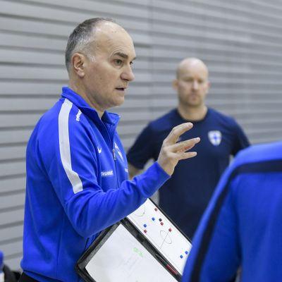 Mico Martic (vas.) miesten futsalmaajoukkueen päävalmentaja