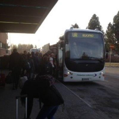 VR:n linja-auto Pieksämäen rautatieasemalla.