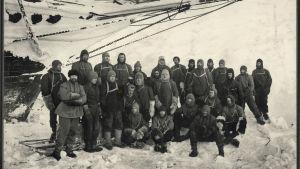 Gruppbild på besättningen på Endurance