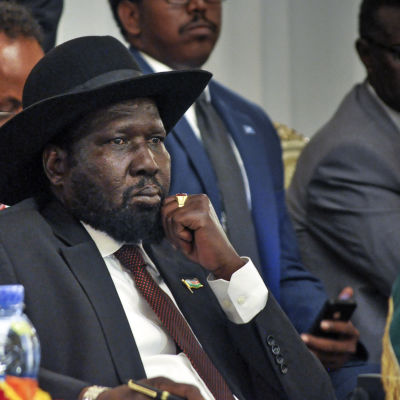 sydsudans president på fredsförhandlingar i addis abeba