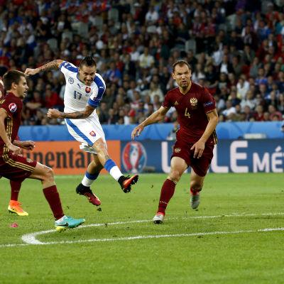 Marek Hamsik gör 2-0 åt Slovakien i EM-matchen mot Ryssland.