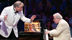 Pianisti Emanuel Ax ja kapellimestari Stefan Asbury