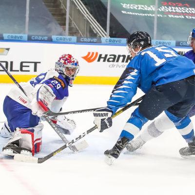 Anton Lundell i farten mot Slovakien.