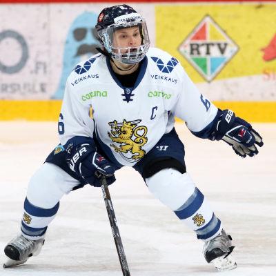 Jenni Hiirikoski i försvarsposition.