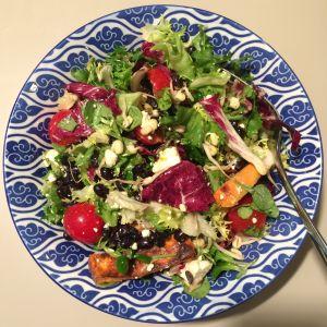 kasvisruokaa lautasella