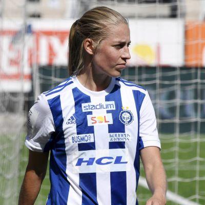 Linda Sällström i HJK-tröjan efter flytt från Frankrike.