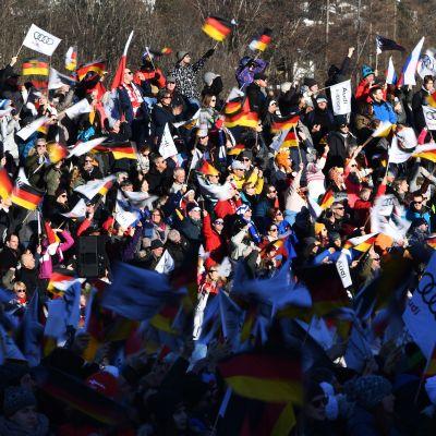 Keski-Euroopan mäkiviikon yleisöä Garmisch-Partenkirchenissä