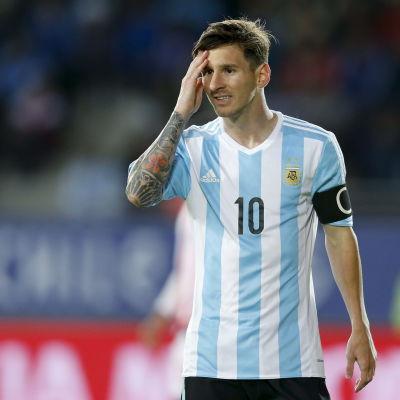 Lionel Messi är lagkapten för Argentinas herrlandslag i fotboll.