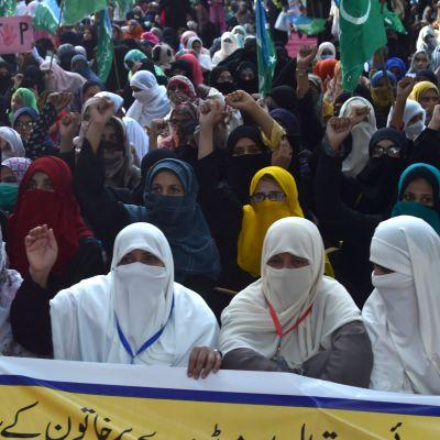 pakistan raiskaus protesti mielenosoitus naiset