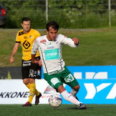 Bernando Ribeiro med bollen