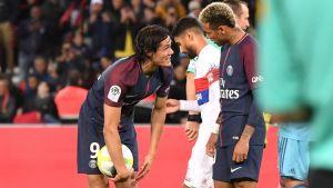 Edinson Cavani och Neymar grälar.