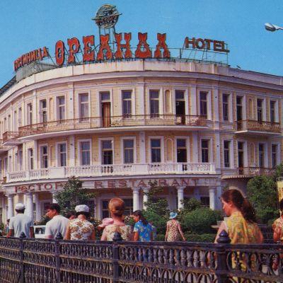 Postikortti Neuvostoliitosta. Hotelli Mustanmeren rannalla Jaltalla.