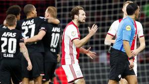 Den 1 mars var det AZ Alkmaar som jublade och Ajax som var missnöjda.