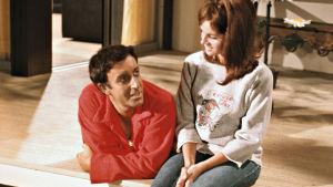 Hrundi V. Bakshi (Peter Sellers) ja Michele Monet (Claudine Longet) elokuvassa Pahuksenmoiset pirskeet