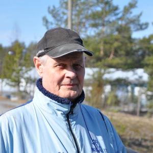 Närbild på Sverker Engblomsom tittar mot kameran.