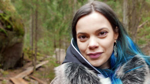 Hilda Länsman metsässä