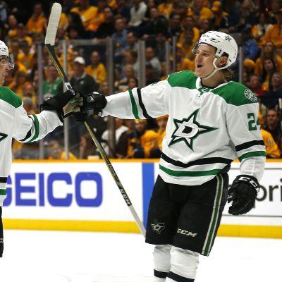 Miro Heiskanen teki kaksi maalia NHL-pudotuspelidebyytissään