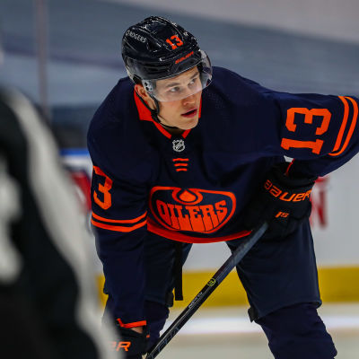 Jesse Puljujärvi i Edmontons tröja.