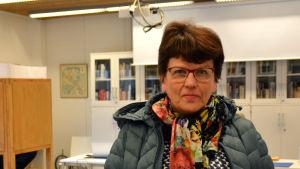 Porträttbild på Inger Kokko i vallokalen.