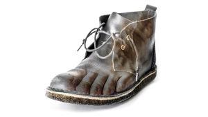 Jalka näkyy kengän sisältä kuvamuokkauksen avulla.