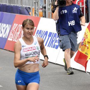 Elisa Neuvonen på gång i Berlin.