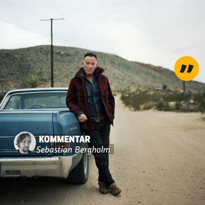 Bruce Springsteen poserar framför en bil på bilden inklistrat texten: kommentar och Sebastian Bergholm.