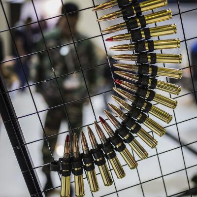 Vapenhandeln ökar.
